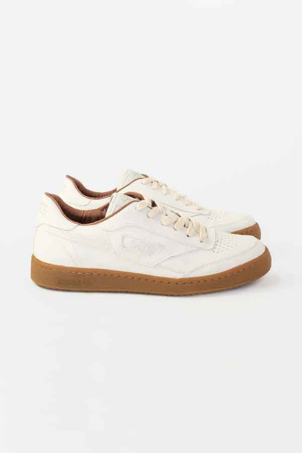 SUSTAINABLE WHITE SNEAKERS SAYE BRAND ECOLOOKBOOK